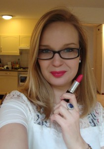 03 Helemaal 210x300 - MUA vijf kleuren Lipstick Review + Swatches