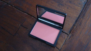 DSC04927 300x168 - Sleek Rose Gold en Life's a Peach Blush Review
