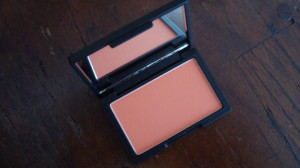 DSC04928 300x168 - Sleek Rose Gold en Life's a Peach Blush Review