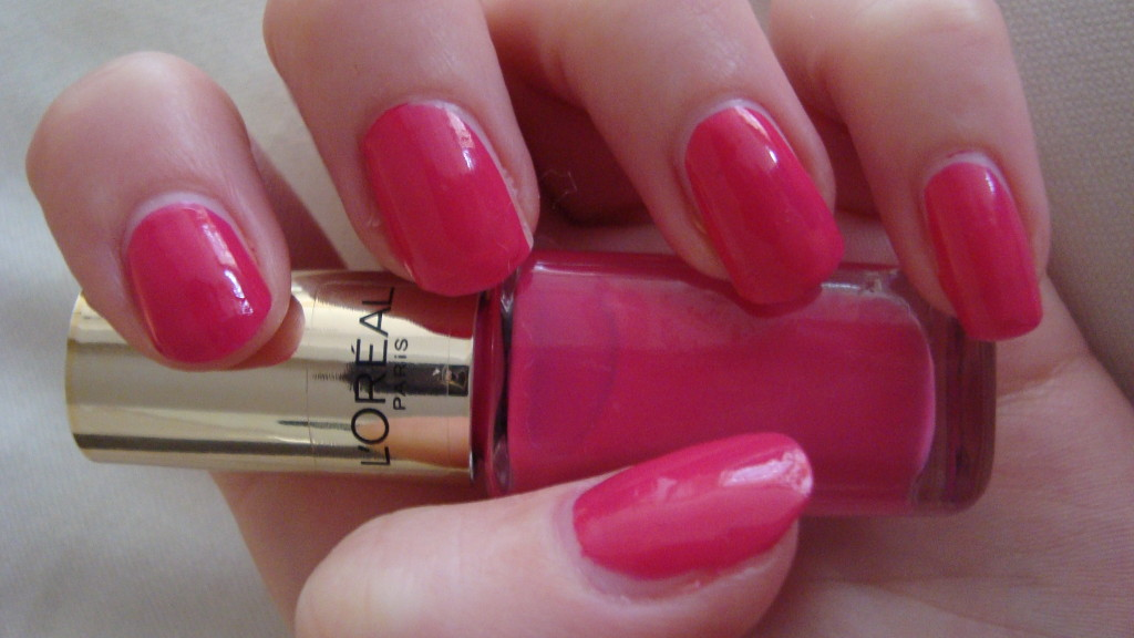 DSC07326 1024x576 - L'Oreal Paris Color Riche Le Vernis Shocking Pink Nagellak