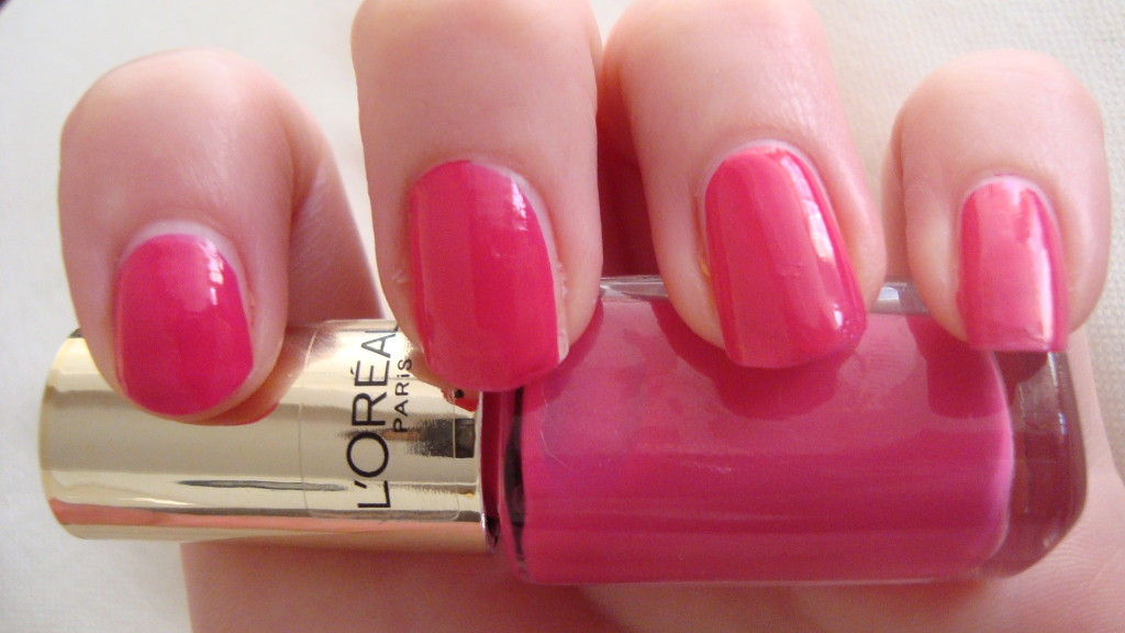 DSC07327 1024x576 - L'Oreal Paris Color Riche Le Vernis Shocking Pink Nagellak