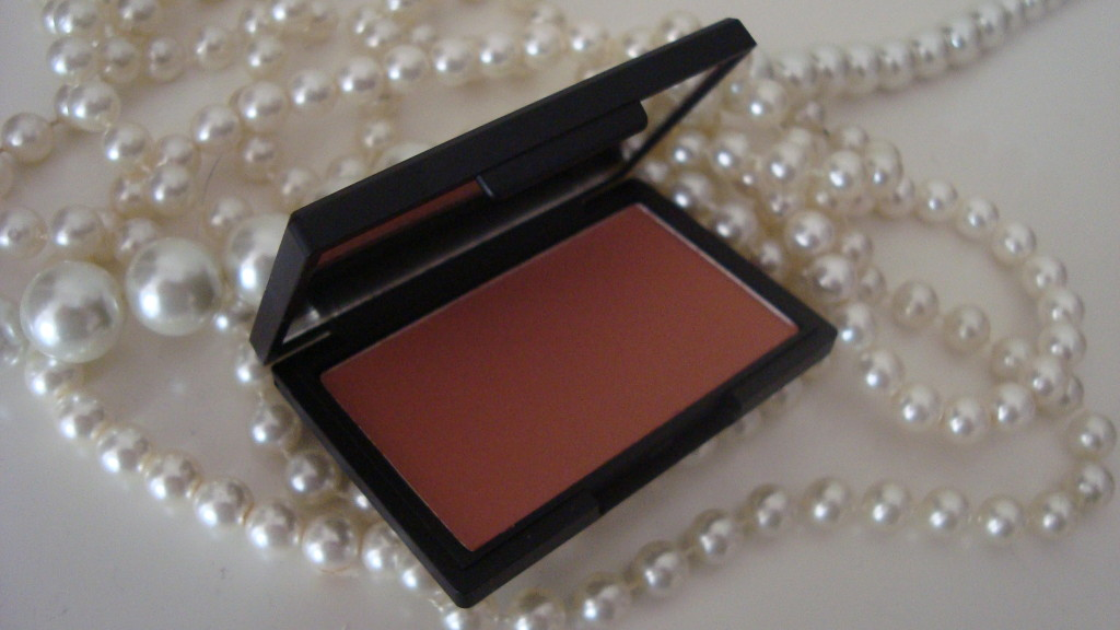 DSC08398 1024x576 - Sleek Blush Suede #921 Review