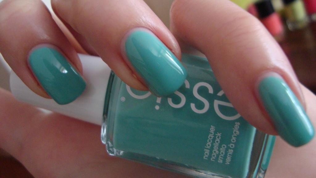 DSC08662 1024x576 - NOTD Essie Turquoise & Caicos