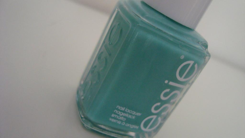 DSC08709 1024x576 - NOTD Essie Turquoise & Caicos