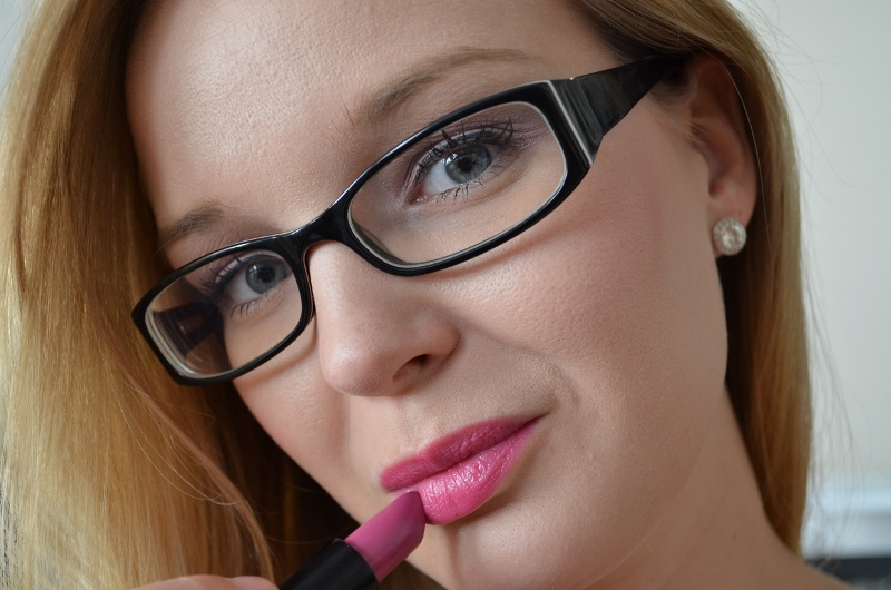 DSC 0246 800x530 - Essence Long Lasting Lipstick Review