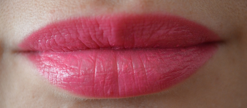 DSC 0309 800x351 - Essence Long Lasting Lipstick Review