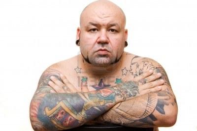 4356683-portret-van-een-kale-man-met-tatoeages