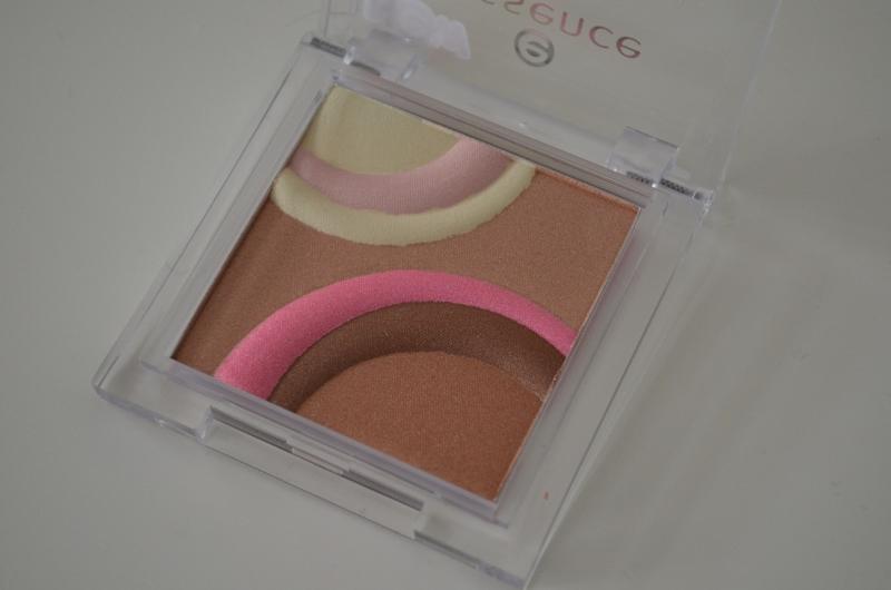 DSC 0244 800x530 - Essence Sun Club Bronzing Highlighter Review