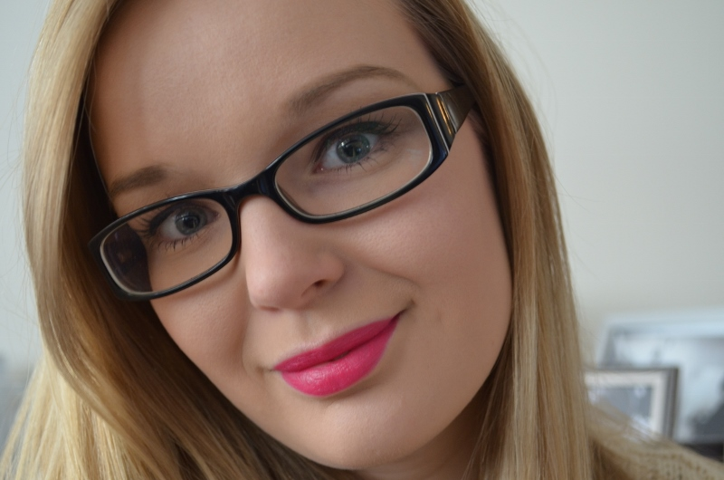 C01 800x530 - Catrice Feathers & Pearls Lippenstiften Review