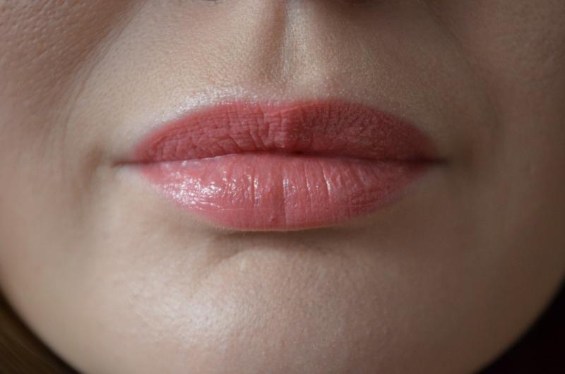 DSC 0331 800x530 - Yves Saint Laurent Rouge Volupté Shine 'Pink in Confidence'