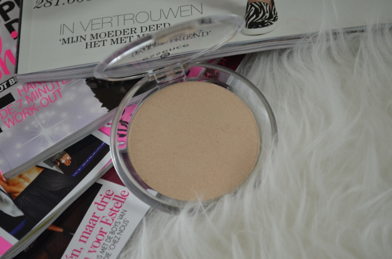 DSC 0258 800x530 - Essence Metal Glam Highlighter Review