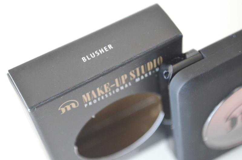 DSC 03001 - Make-up Studio Blusher in Box #7 (Peach) Review