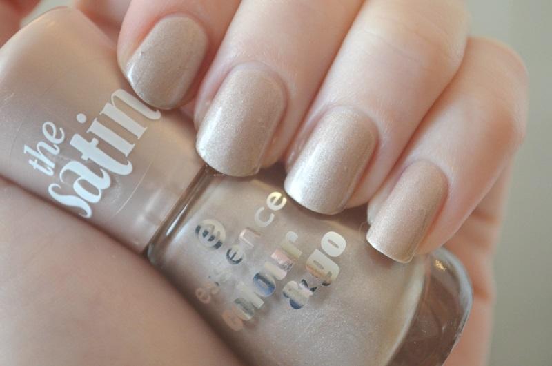 DSC 0200 - Essence 'The Satin' Nail Polish & Sparkle Sand Review