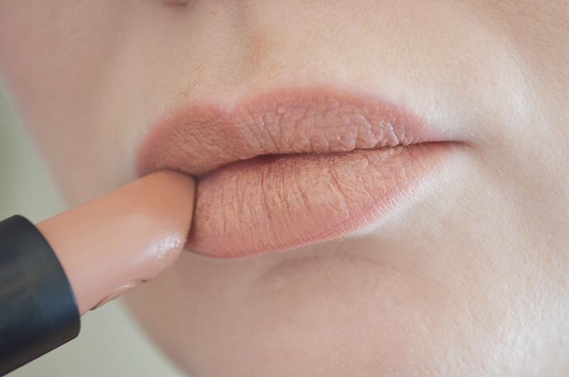 DSC 0271 - Nieuwe Essence Long Lasting Lipsticks Review
