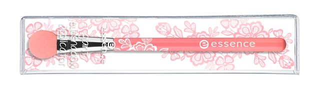 ess Giant Eyeshadow Applicator puch - Nieuwe Collectie Essence & Catrice Voorjaar 2015