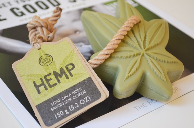 DSC 1800 - Nieuw! The Body Shop Hemp - Soap on a Rope