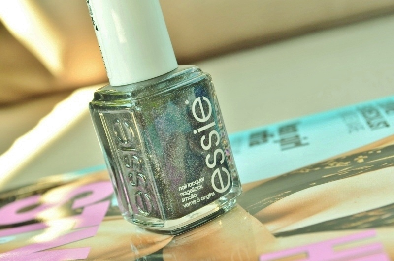 DSC 6111 800x530 - Essie Zomer 2016 Collectie Viva Antigua! Review