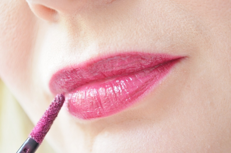 ♥Maybelline Vivid Matte Liquid Possessed Plum #45