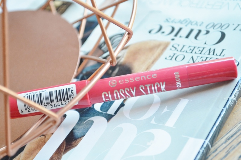 DSC 8145 800x530 - Nieuwe Essence Glossy & Velvet Stick Lip Colour Review