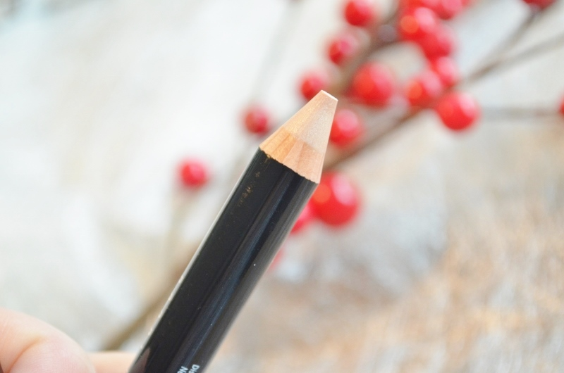 DSC 1328 800x530 - Bobbi Brown Retouching Wand & Face Pencil Review