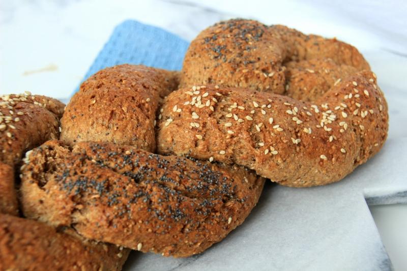 gevlochten brood3 800x533 - Sanne's Baksels - Gevlochten Volkoren Brood
