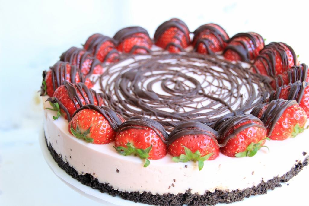 http://www.elisejoanne.nl/lifestyle/sannes-baksels-aardbeien-chocolade-kwarktaart/#more-32837