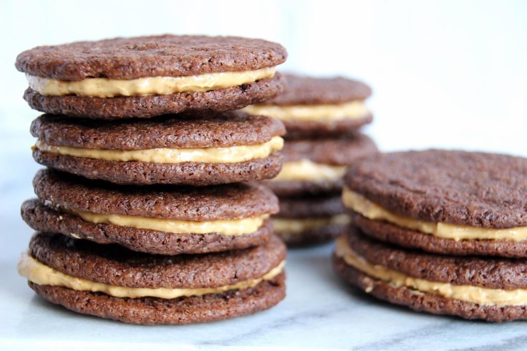 IMG 9574 1024x683 - Sanne's Baksels - Chocolate & Peanut Sandwich Cookies