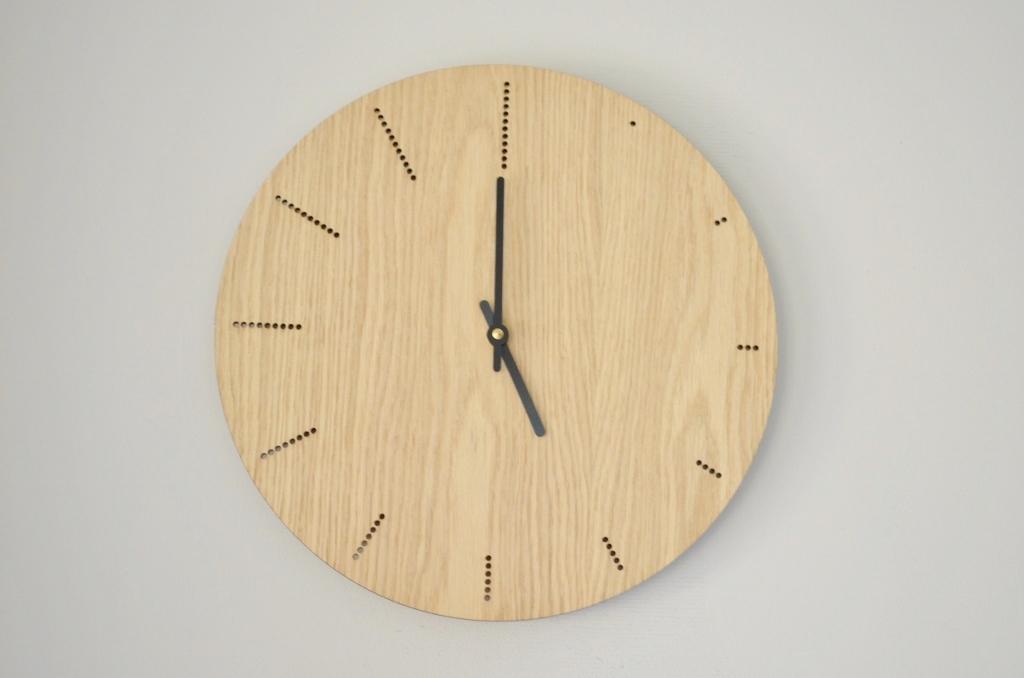 Houten klokken gemaakt met een lasersnijder