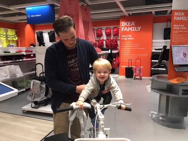 Het is een druilerige dag dus wij gaan met zijn drietjes even naar de Ikea!