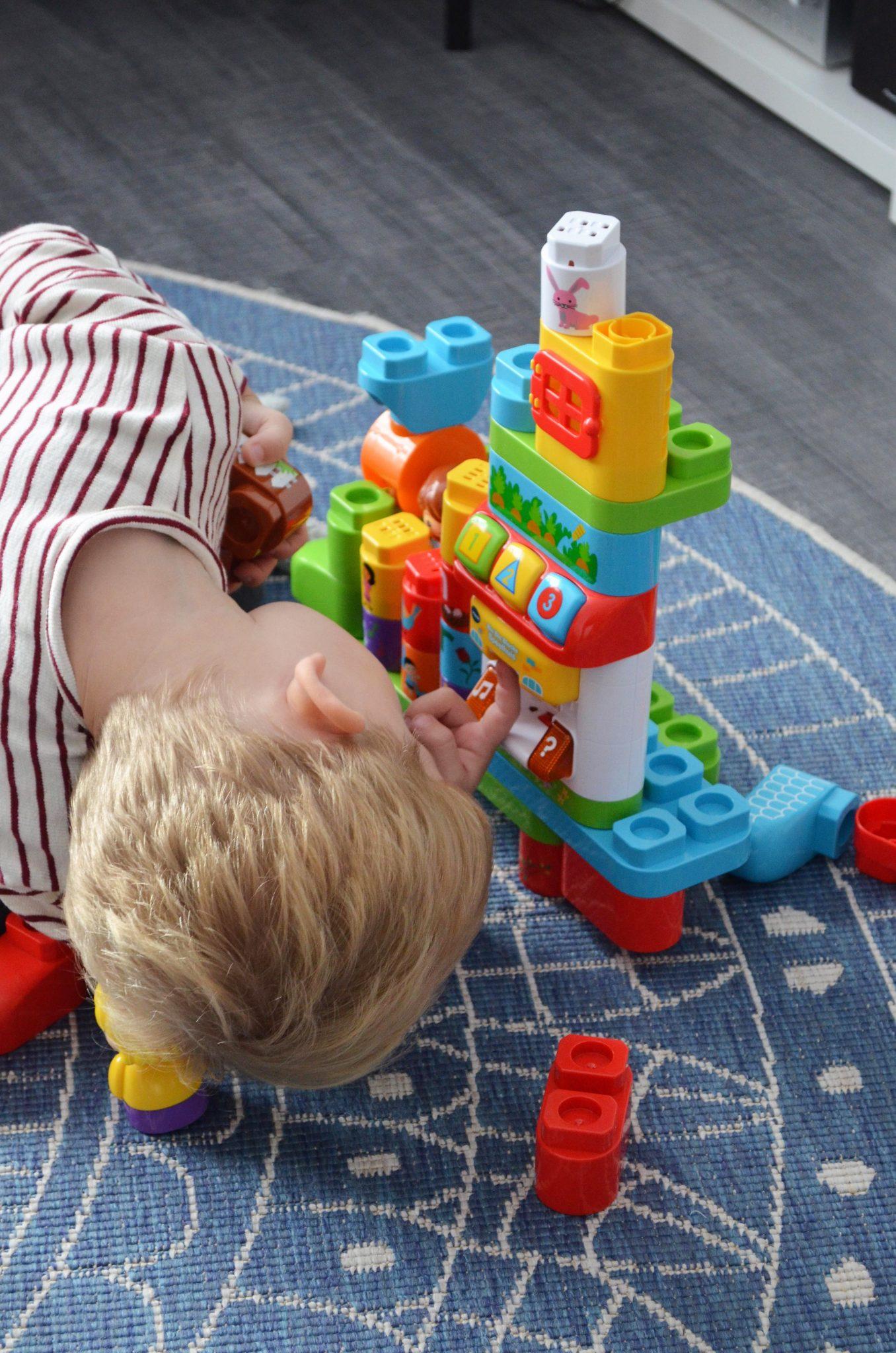 Spraak bevorderen bij je peuter én blokken bouwen tegelijkertijd!