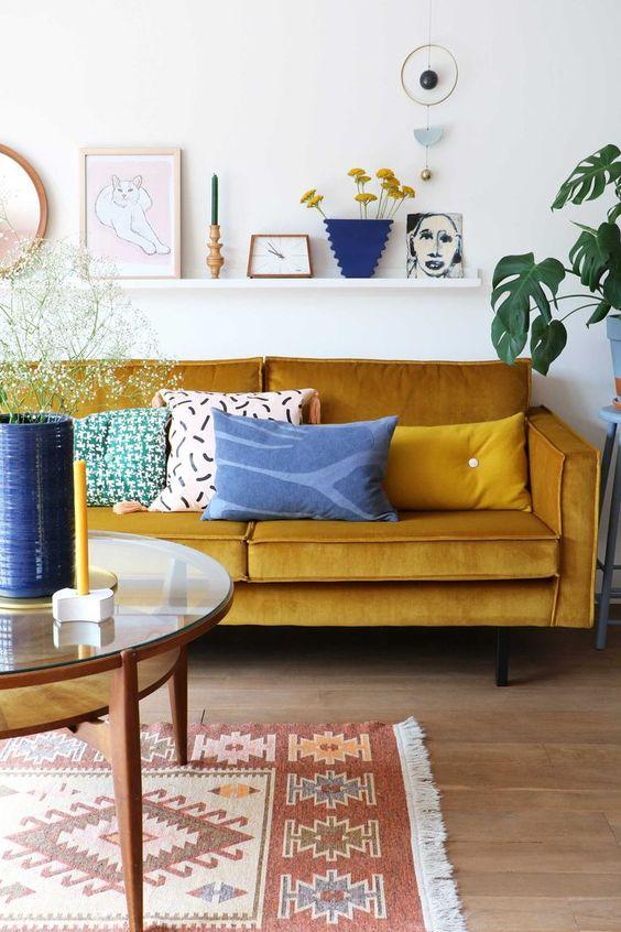 Geel - Nieuwe woonkamer inspiratie; banken!
