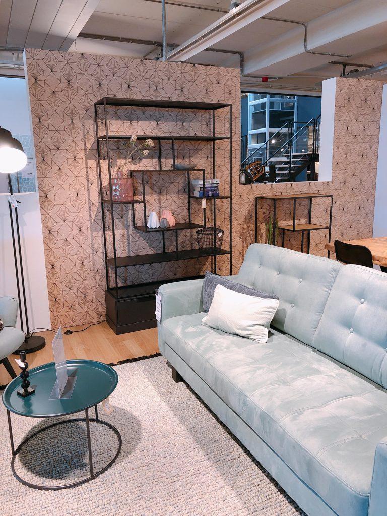 Elise's Weekly Pictorama: Feestjes vieren en meubels neuzen