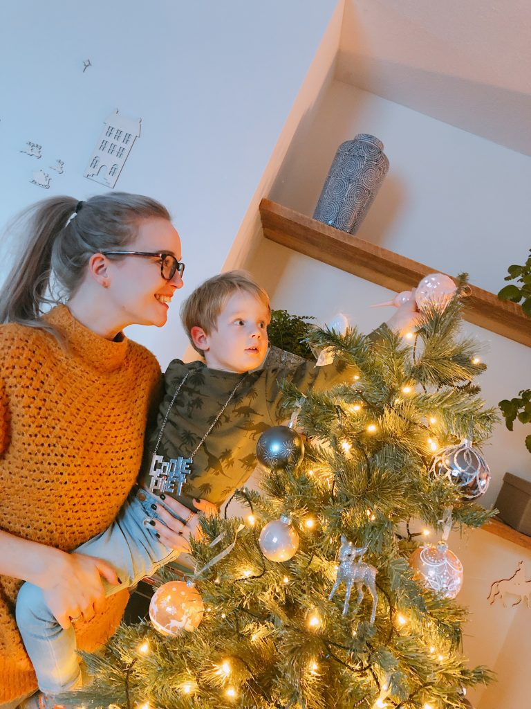 IMG 7943 768x1024 - Elise's Weekly Pictorama #13 - Tijd voor de kerstboom!