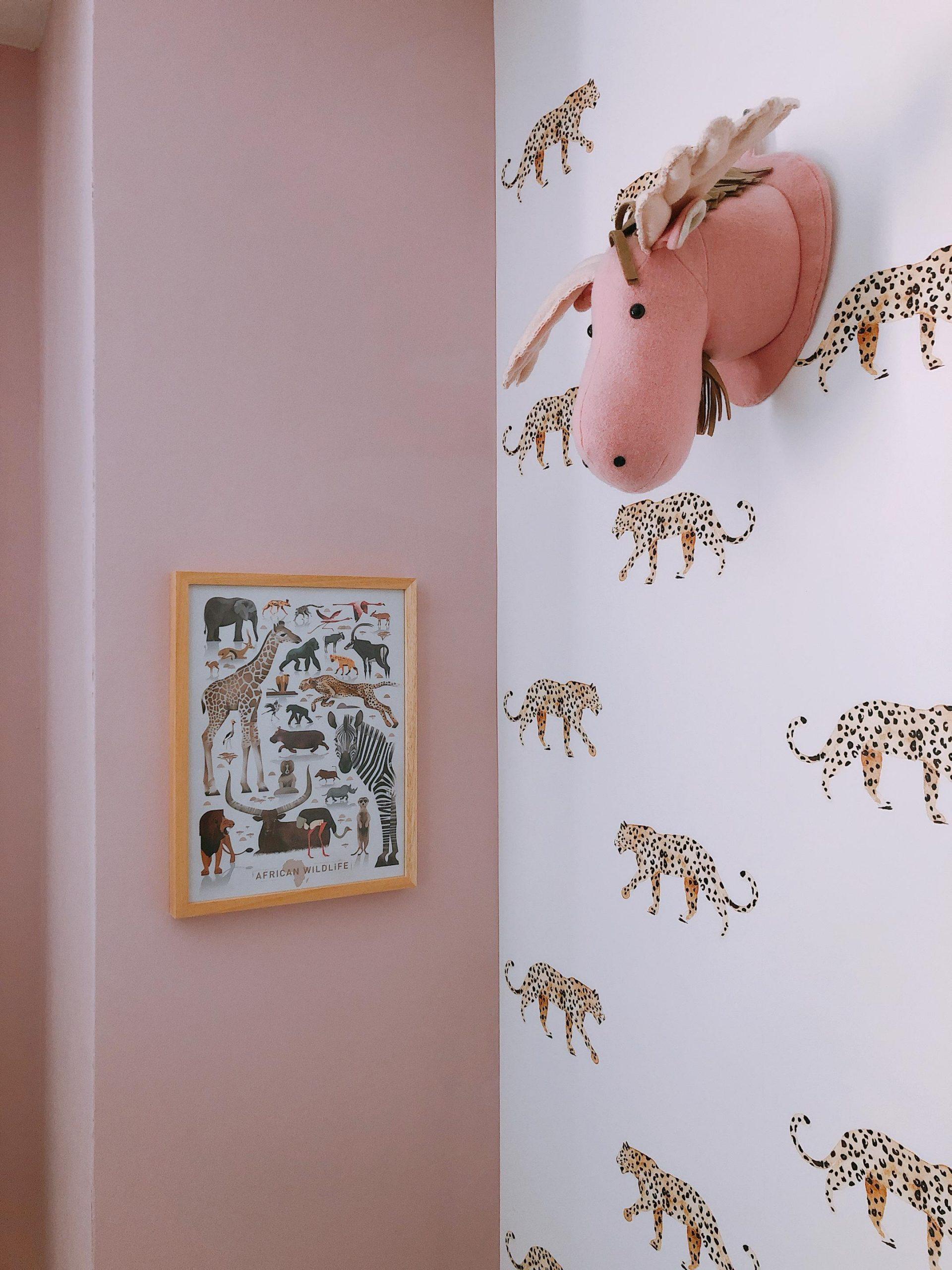IMG 6858 2160x2880 2 scaled - De baby/kinderkamer van Hazel - roze, hout & marmer!
