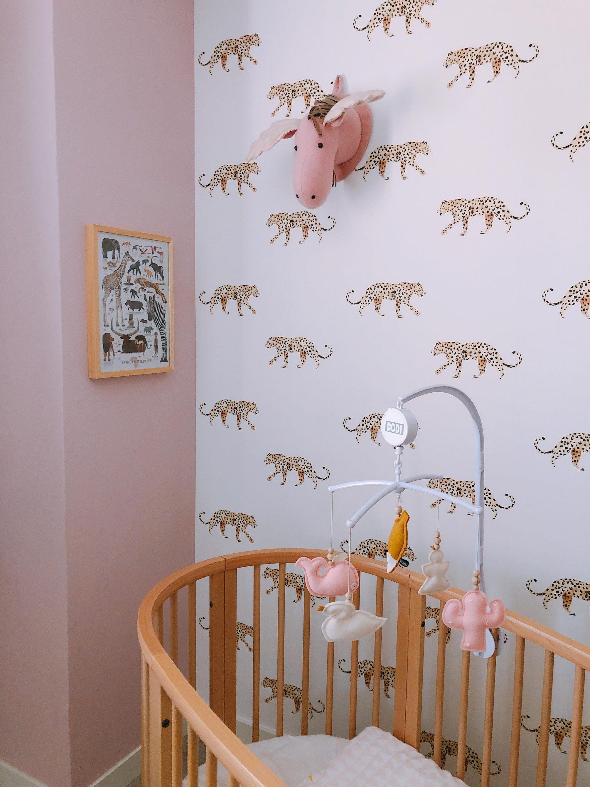 IMG 6864 2160x2880 2 scaled - De baby/kinderkamer van Hazel - roze, hout & marmer!