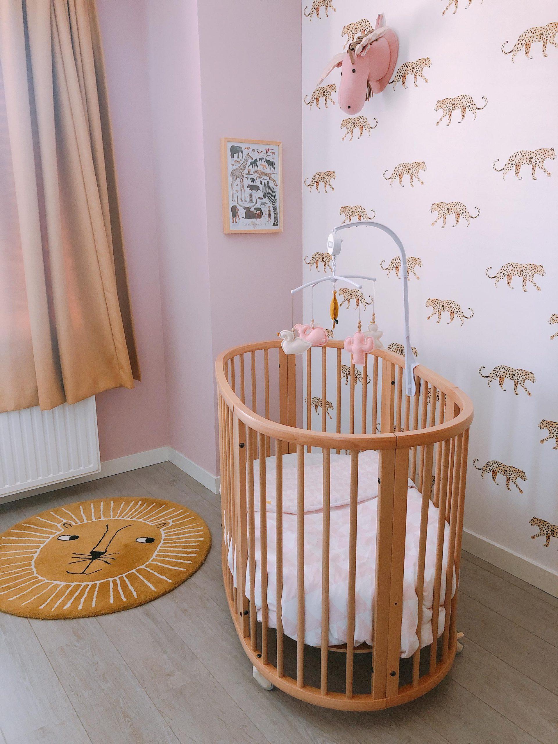 IMG 6869 2160x2880 2 scaled - De baby/kinderkamer van Hazel - roze, hout & marmer!
