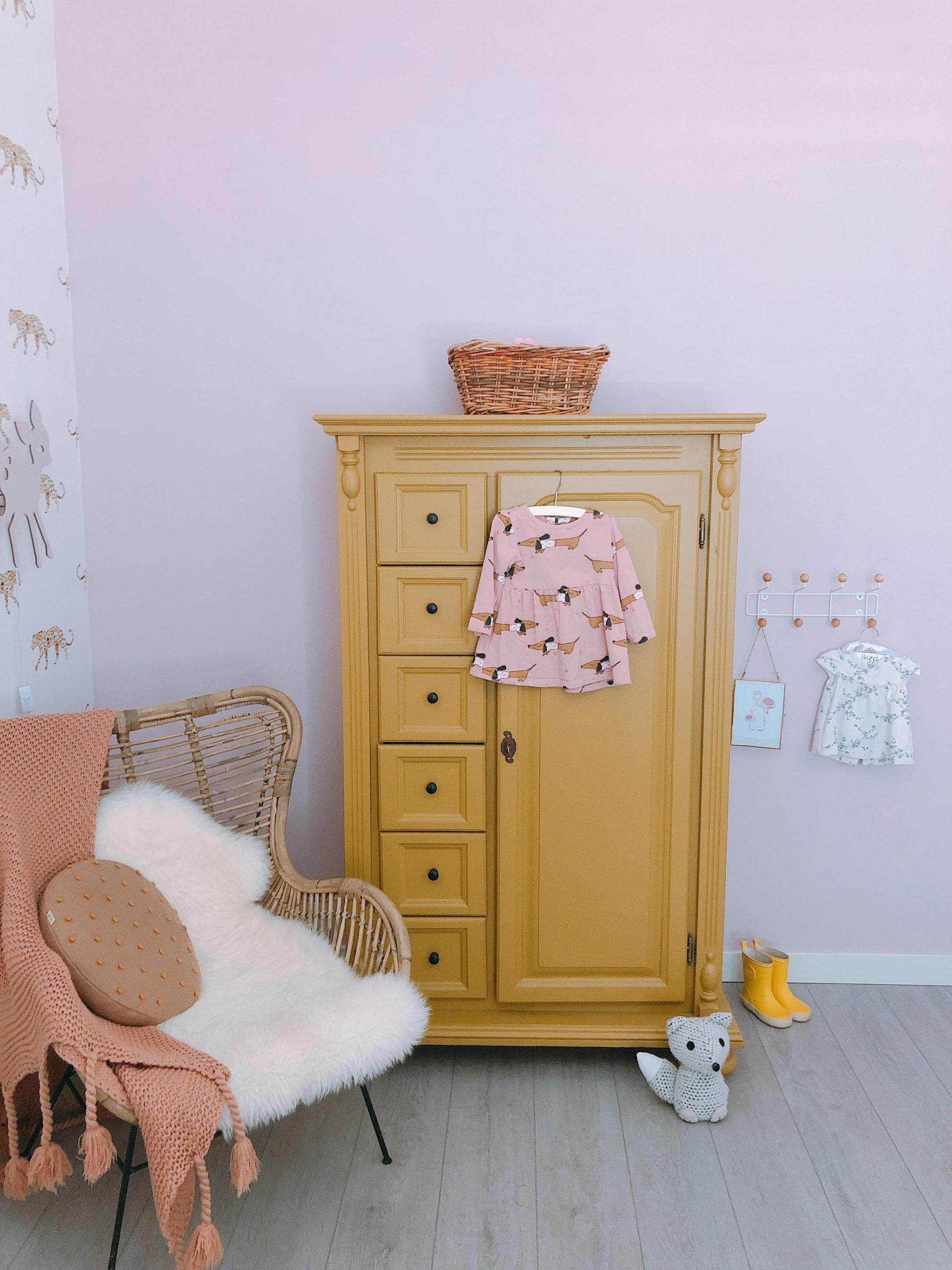 IMG 6939 2160x2880 1 scaled - De baby/kinderkamer van Hazel - roze, hout & marmer!