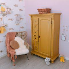 De baby/kinderkamer van Hazel - roze, hout & marmer!