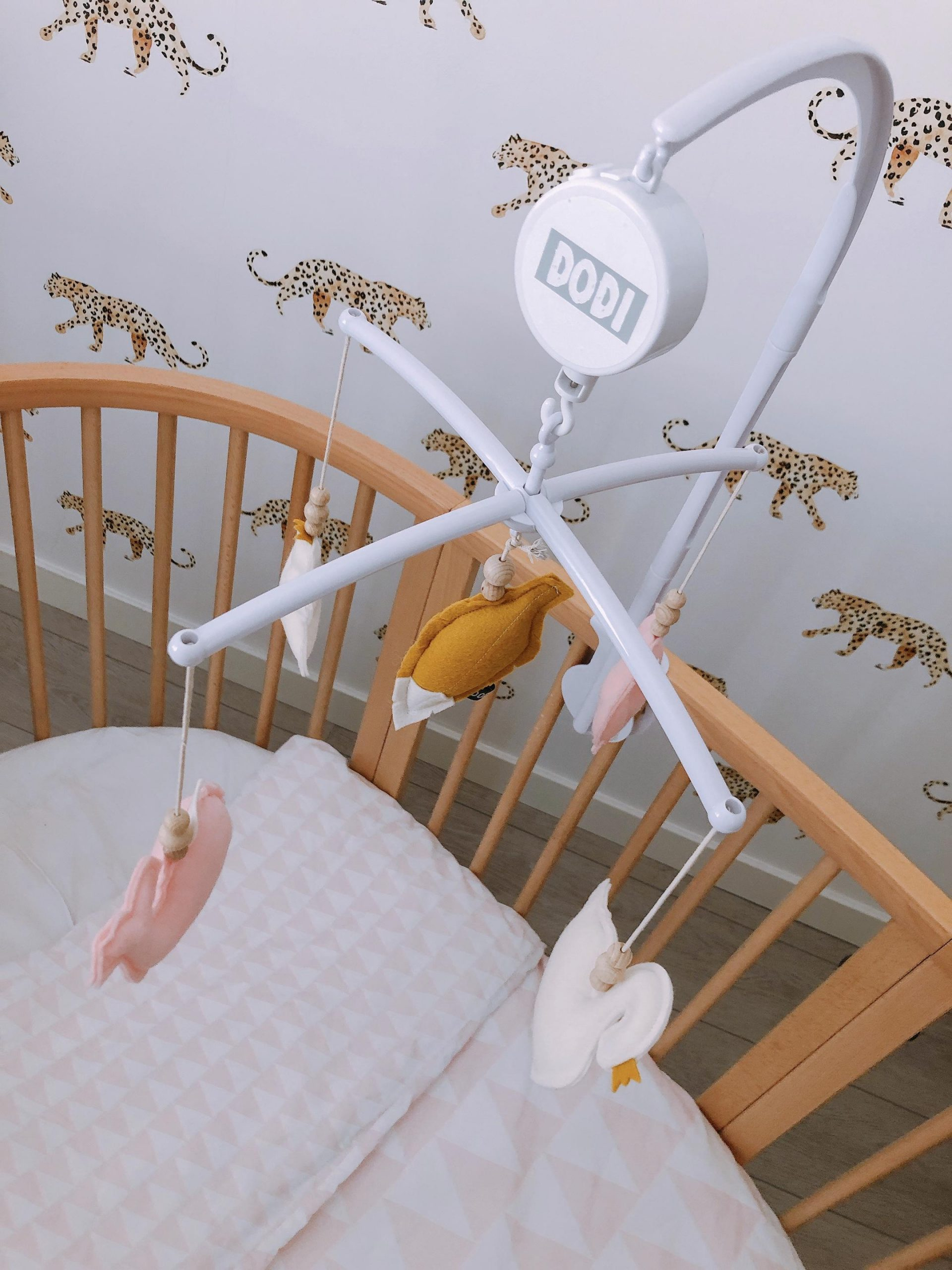 IMG 6966 2160x2880 1 scaled - De baby/kinderkamer van Hazel - roze, hout & marmer!
