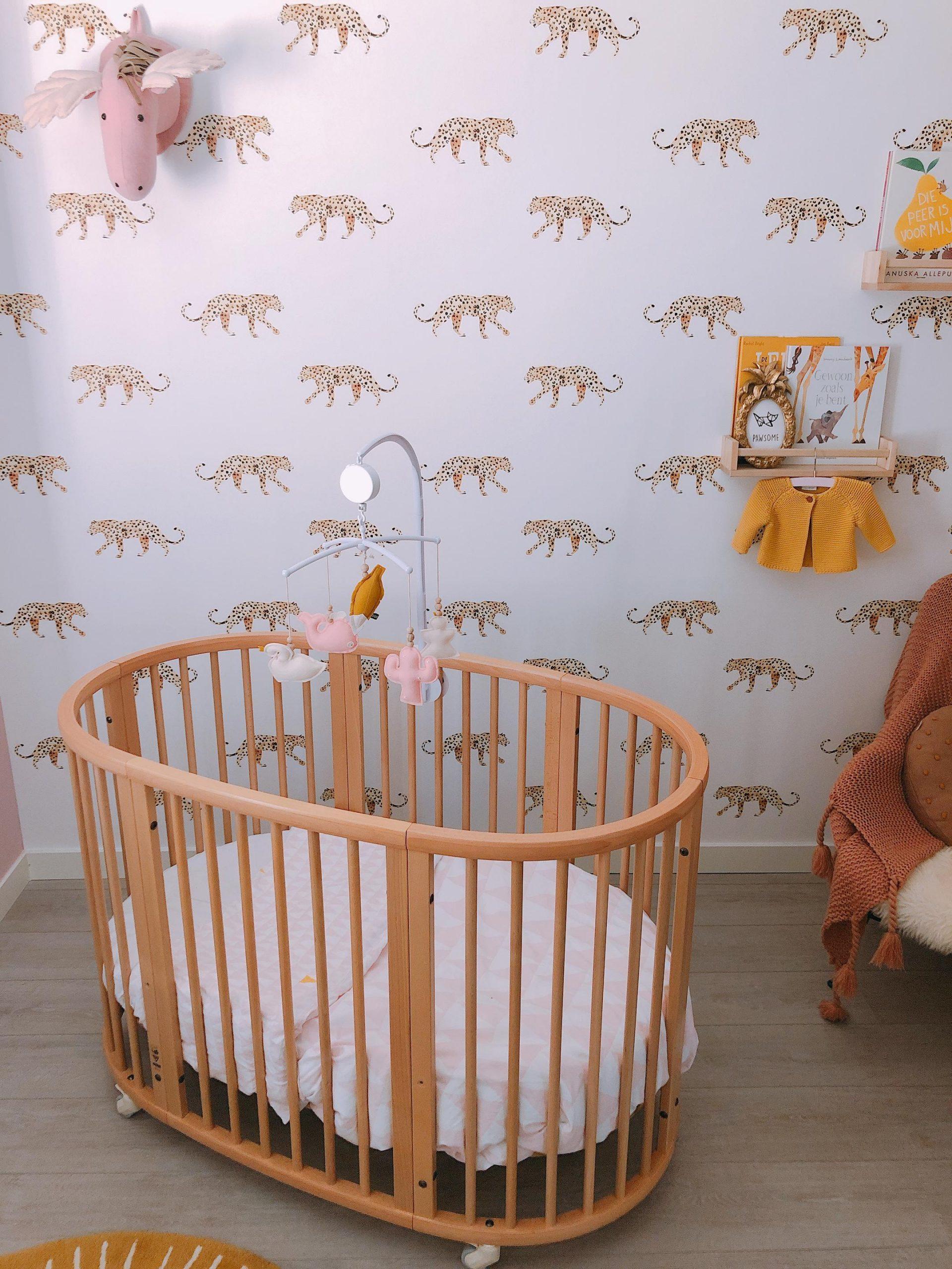 IMG 6971 2160x2880 1 scaled - De baby/kinderkamer van Hazel - roze, hout & marmer!