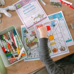 Spelenderwijs thuis leren met vrolijke opdrachten + printables!