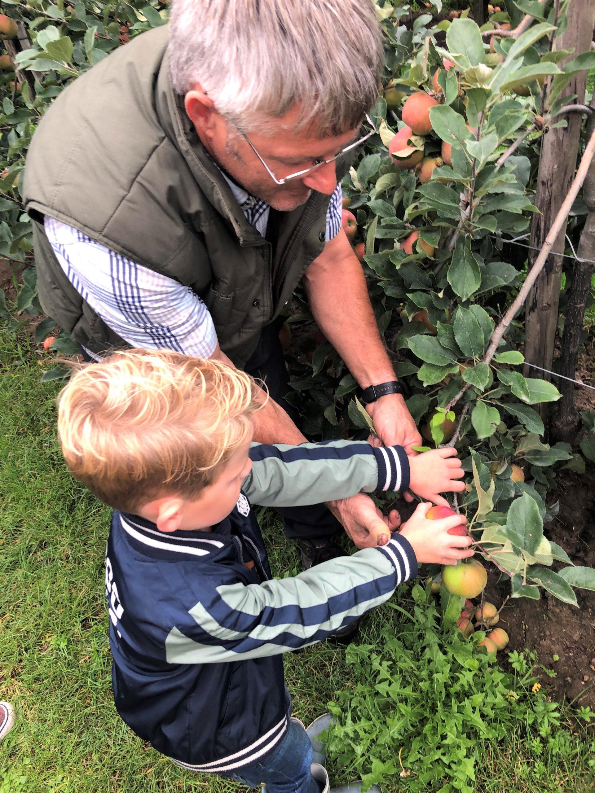 IMG 3745 3024x4032 1 scaled - PLOG - Met z'n viertjes naar de appelboomgaard en het Servero Food Lab!